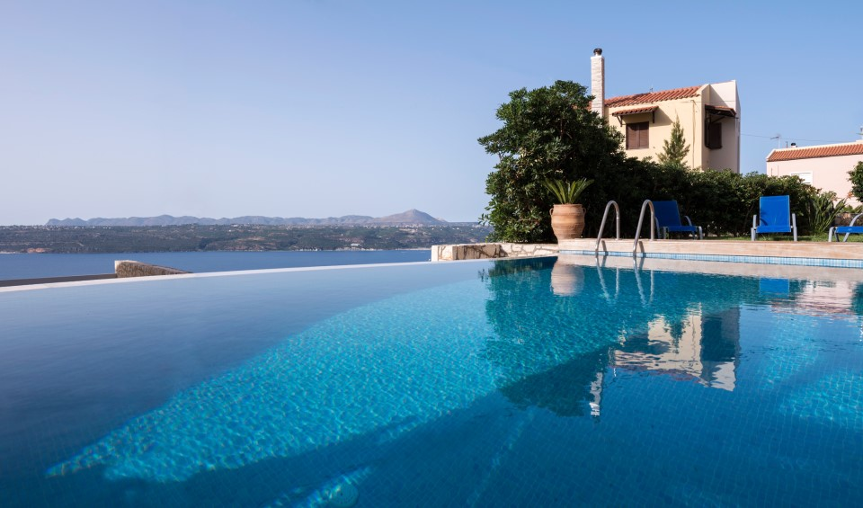 Luxury villa for sale in Chania Crete with infinity private pool