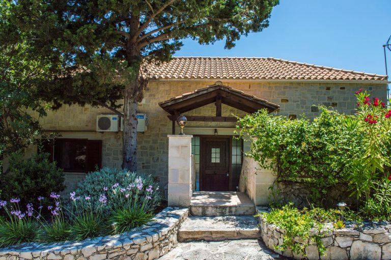 Villa for sale in Apokoronas Douliana Chania second house entrance