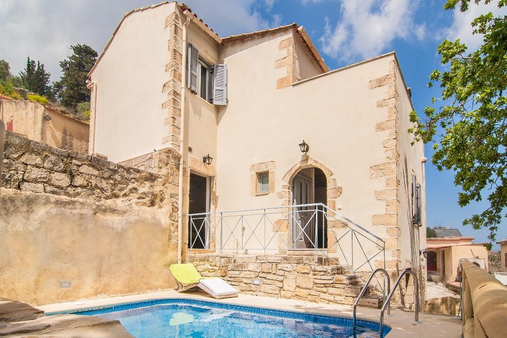 Traditional Villa in Paleloni