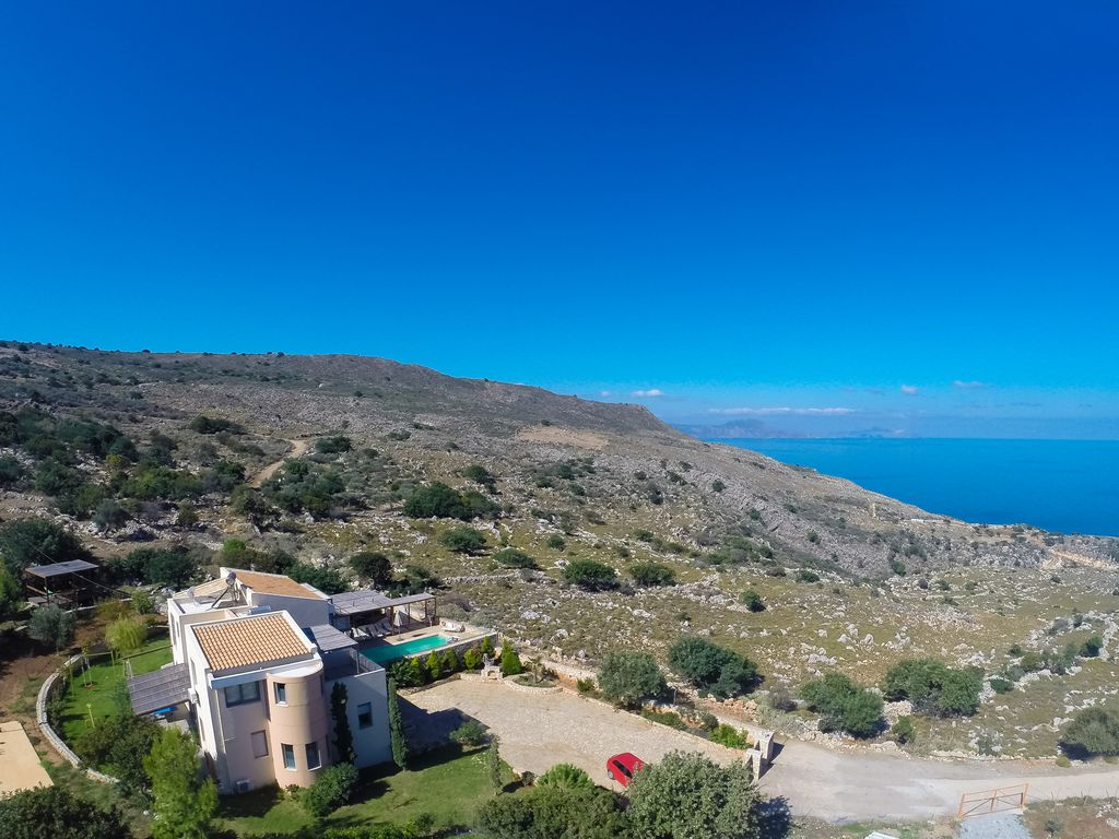 Privacy & Luxury with endless Sea Views