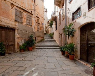 alleys-in-Chania-old-town-in-Crete-Greece