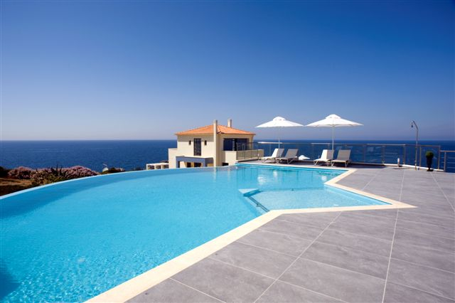 seafront luxury property in Crete
