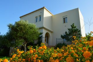 villa-for-sale-in-Chania-Crete-with-garden