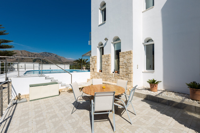 Villa for sale in Crete outdoor sitting area
