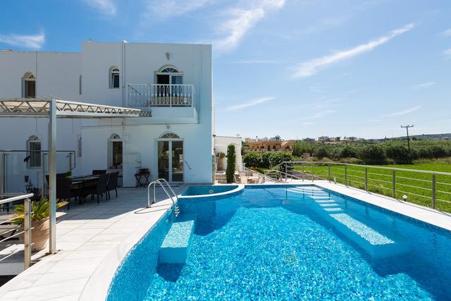 Villas in Crete for sale pool area