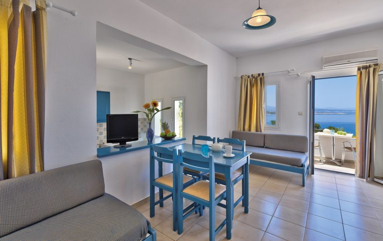 Hotel for sale in Akrtotiri Chania dining