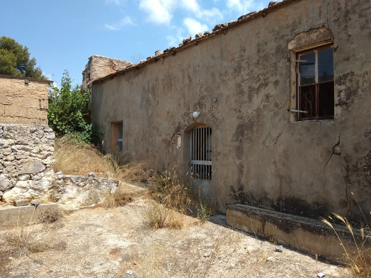 Stone house for sale in Apo0koronas side view