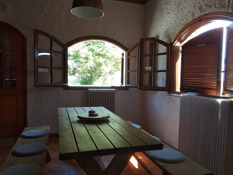 house for sale in chania kolymbari dining
