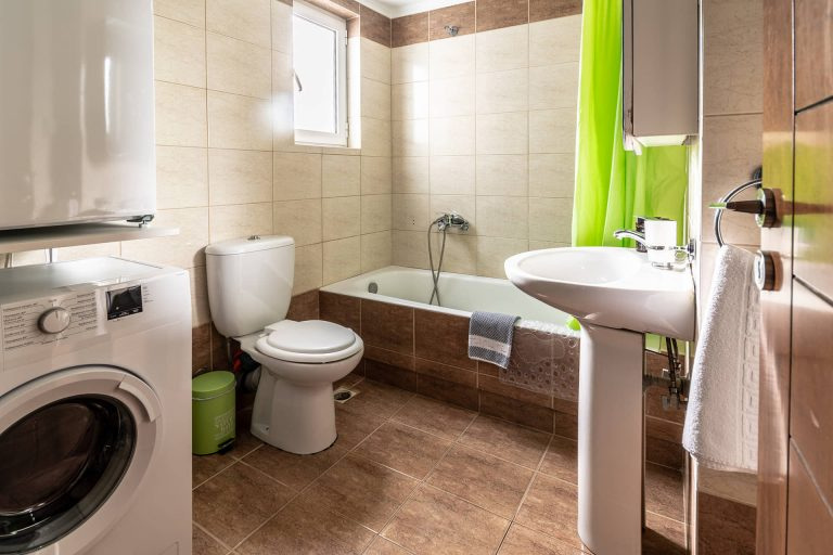 apartment for sale in chania bathroom