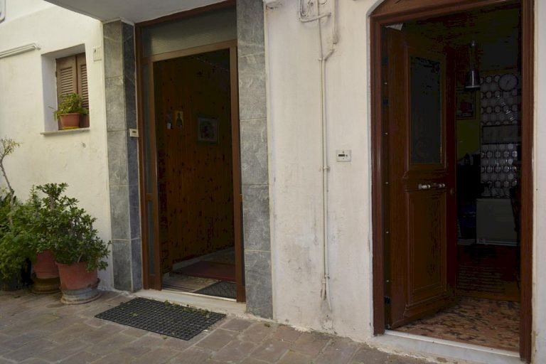 Houses for sale in the old town of Chania Crete main entrance CH097