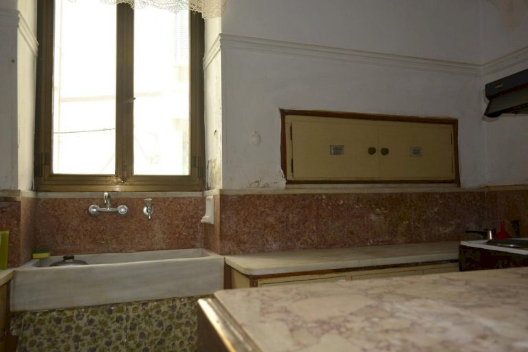 Houses for sale in the old town of Chania Crete old marble sink CH097