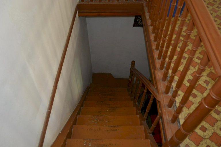 Houses for sale in the old town of Chania Crete internal stairs CH097