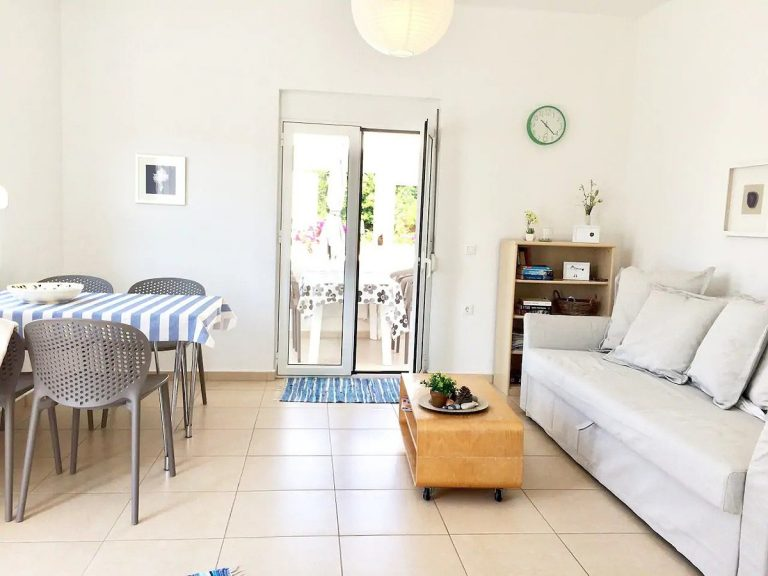 Bungalow for sale in Akrotiri Chania Crete sitting dining area ah103