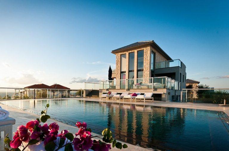 hotel for sale in crete akrotiri-pool