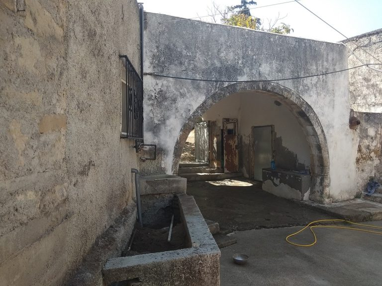 Old stone house for sale in Kissamos Chania Crete internal yard ch105