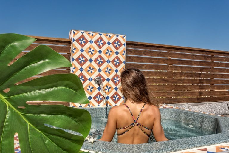 Guesthouse for sale in Chania Crete jacuzzi detail ch108