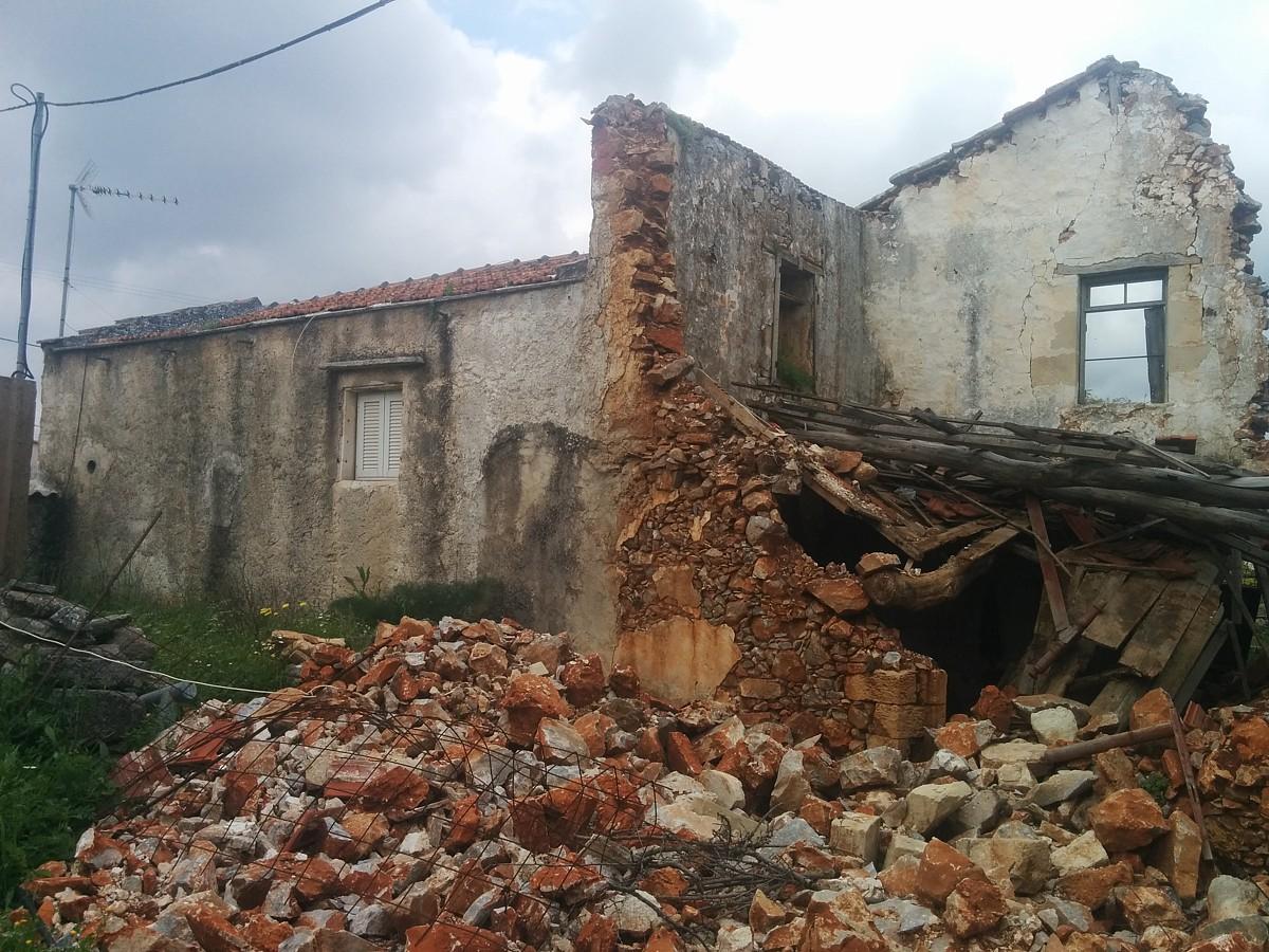 Old ruin for sale in Apokoronas Chania Crete KH121