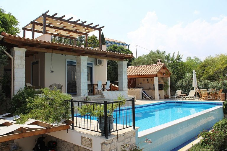 House for sale in Chania Crete with private pool KH135