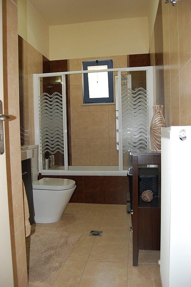 House for sale in Chania Crete fitted bathroom KH135