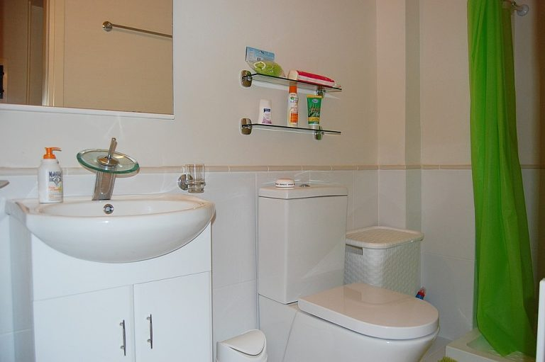 House for sale in Chania Crete apt's bathroom KH135