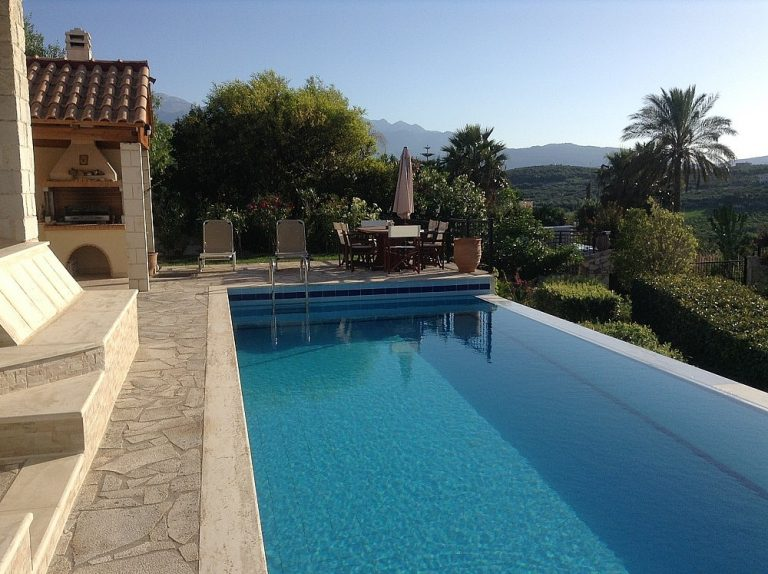 House for sale in Chania Crete private infinity pool KH135