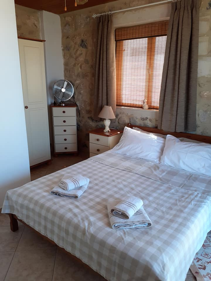 Stone house for sale in Rethymnon Crete with 2 bedrooms RH015