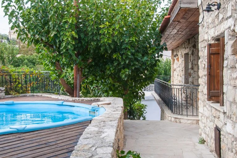 Guesthouse in Apokoronas Chania Crete for sale with shared pool KH142