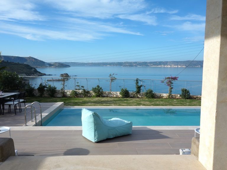 Luxury villa for sale in Chania Crete pool with sea views KH137