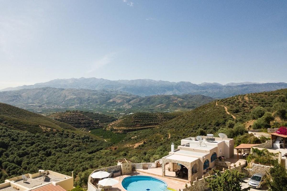 Villa for sale in Chania ch129 the landscape