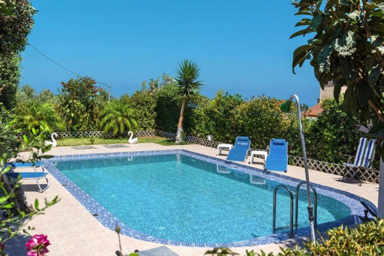 house for sale in kolymbari chania ch134 pool and sunbeds