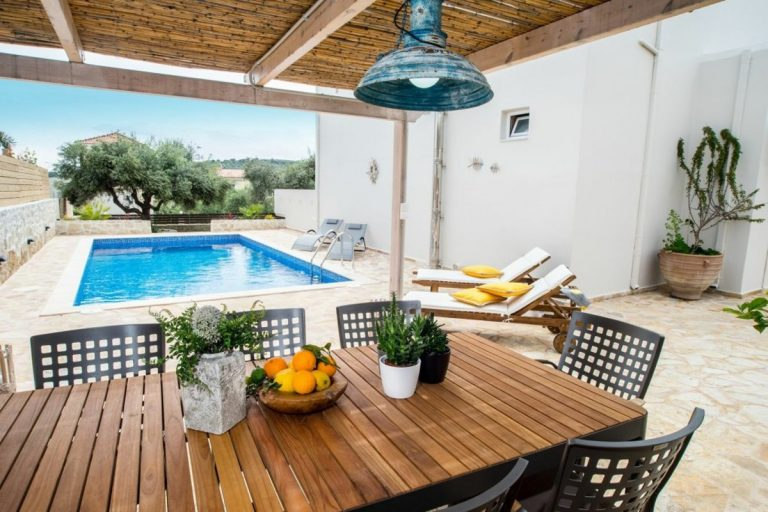 villa for sale in chania ch142 dining outside